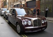 800px-2002 Bentley State Limousine