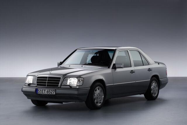 File:Mercedesbenz2bw1242b2b1qb4.jpg