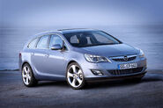 Opel-Astra-Sports-Tourer-11