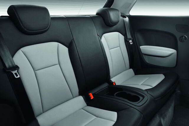 File:2011-Audi-A1-1100012.jpg