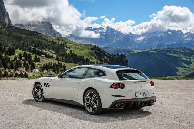 File:2017-Ferrari-GTC4Lusso-rear-three-quarter-02.jpg