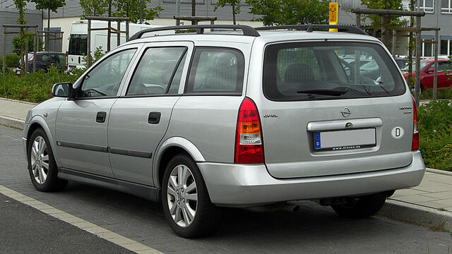File:Opel Astra Caravan 1.6 16V Selection (G) – Heckansicht, 28. Mai 2011, Düsseldorf.jpg