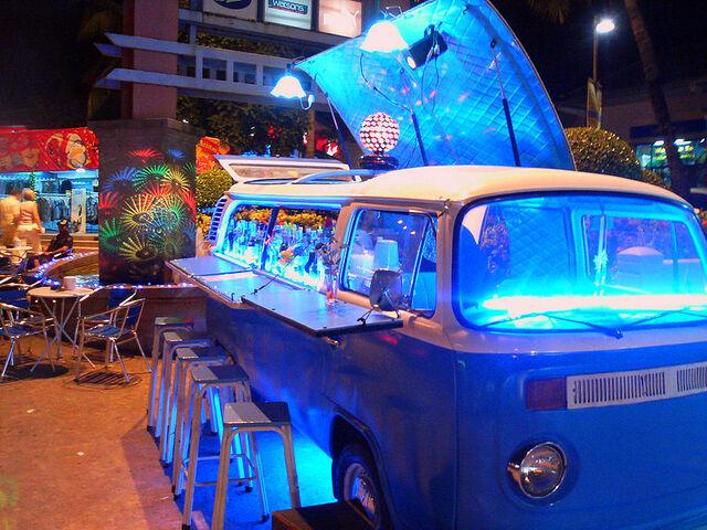 File:Party VW Type 2.jpg