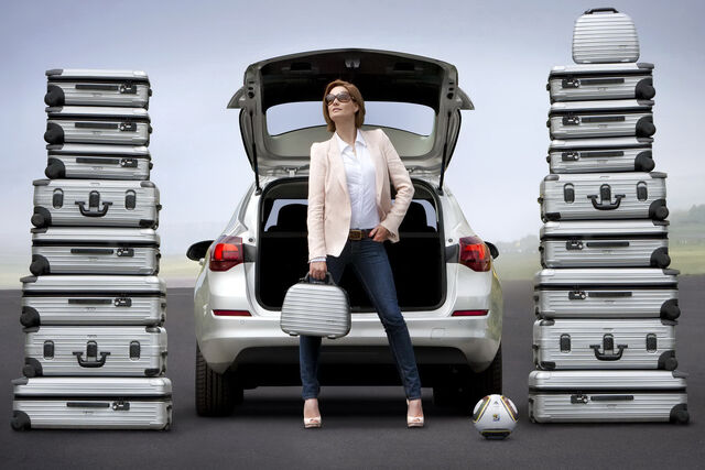 File:Opel-Astra-Sports-Tourer-8.jpg