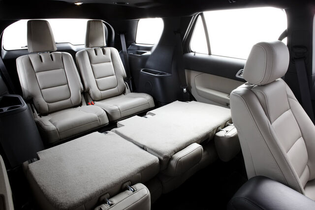 File:2011-Ford-Explorer-SUV-72.jpg