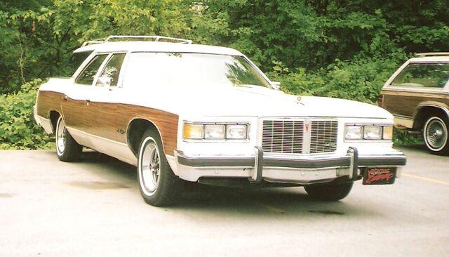 File:1976 Pontiac Grand Safari.jpg