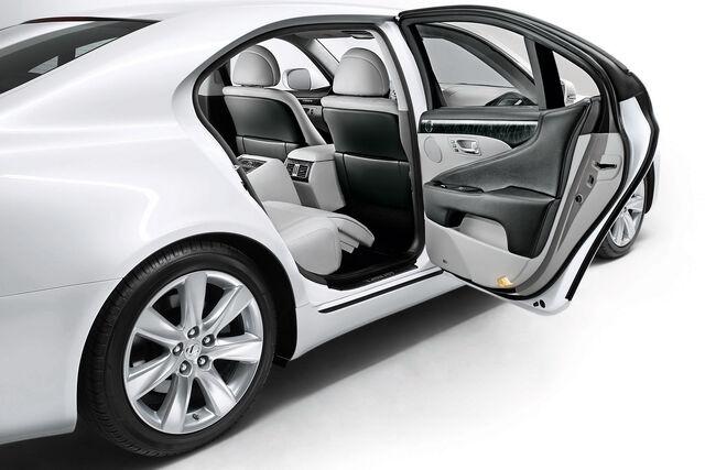 File:2010-Lexus-LS600h-4.jpg