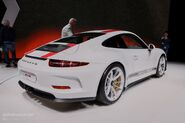 Porsche-911-r-bests-gt3-rs-in-power-to-weight-has-optional-single-mass-flywheel 8