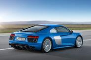 2017-Audi-R8-V10-rear-side-view
