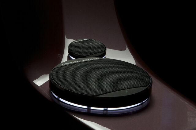 File:Dwn ichange speakers 3.jpg