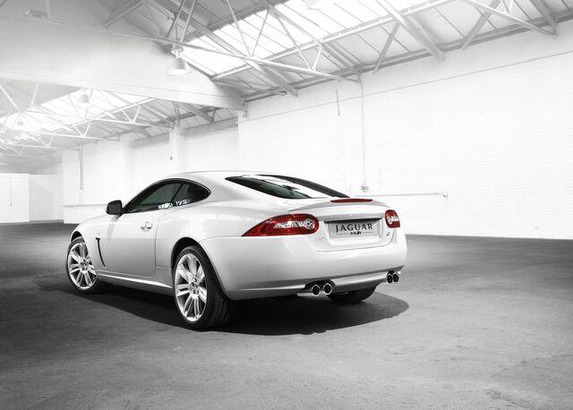 File:2010 Jaguar XKR 4.jpg
