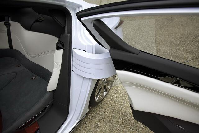 File:Nissan-Ellure-38.JPG
