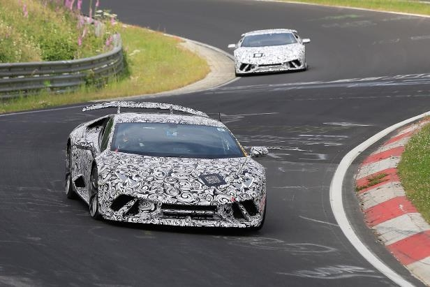 File:Track-focused-lamborghini-huracan-superleggera-spied 661433 .jpg