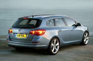 Opel-Vauxhall-Astra-Sports-Tourer-11