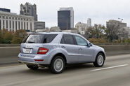 2010-Mercedes-Benz-ML450-Hybrid-3