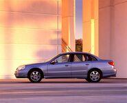 2002-Saturn-L-Series-Sedan-Image-04-800