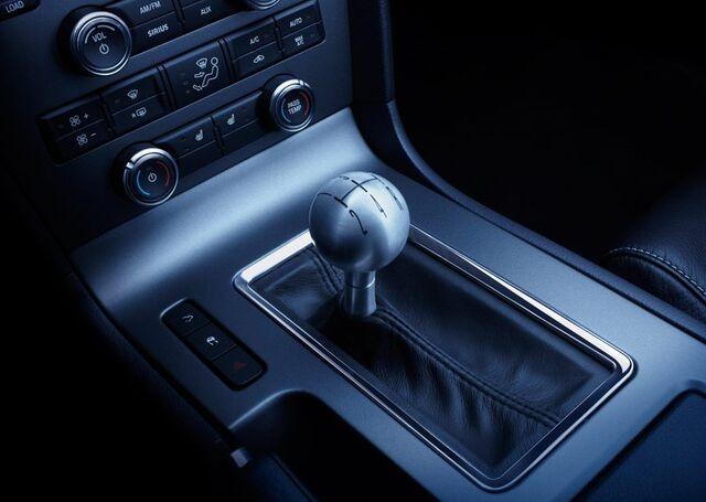 File:Ford-2010-Mustang-ShifterHero.jpg