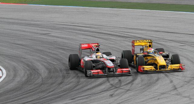 File:Lewis Hamilton overtaking Vitaly Petrov 2010 Malaysia.jpg