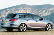 Opel-Vauxhall-Astra-Sports-Tourer-13
