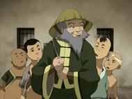 Iroh and Earth Kingdom children