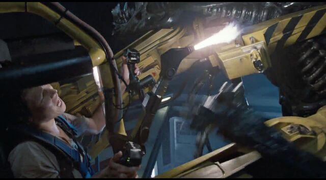 File:Ripley uses Power Loader welder 2.jpg