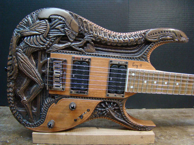 File:Alien-guitar-1.jpg