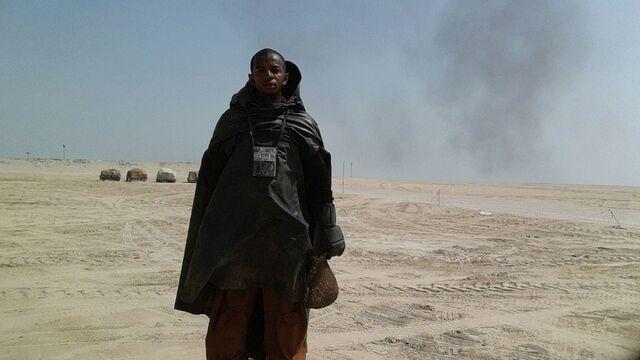 File:Star-Wars-Epsiode-VII-set-photos-in-Abu-Dhabi (5).jpg