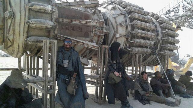 File:Star-Wars-Epsiode-VII-set-photos-in-Abu-Dhabi (7).jpg