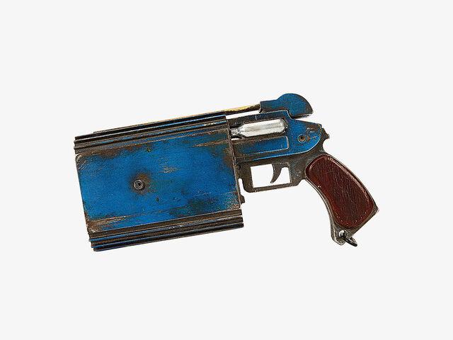 File:Trandoshan doubler on a target pistol.jpg