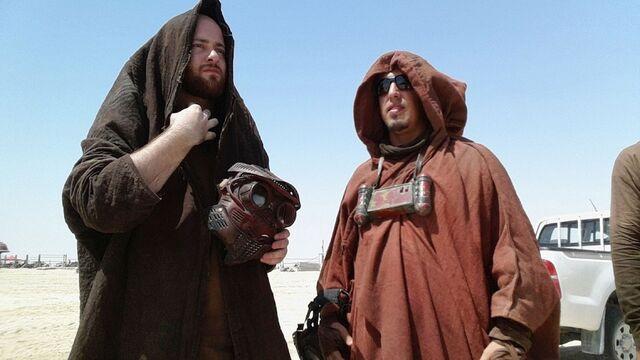File:Star-Wars-Epsiode-VII-set-photos-in-Abu-Dhabi.jpg