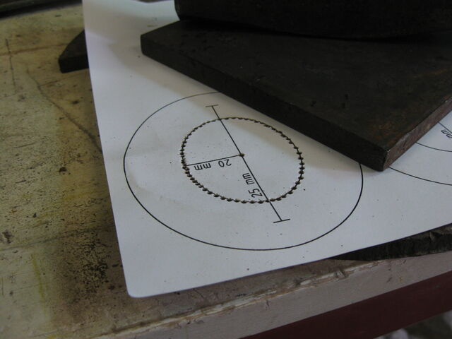 File:Making a horizontal field-frame forging template -01.jpg