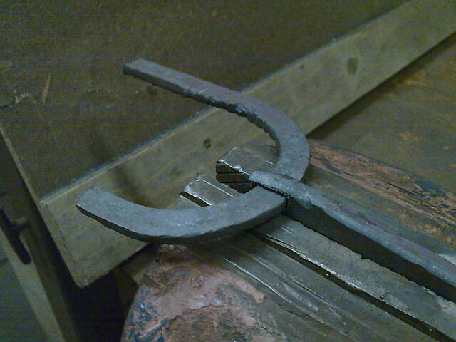 File:Making the little arch - 15.jpg