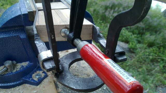 File:Fitting the little ladder tenons to field-frame pi-brackets - 05.jpg
