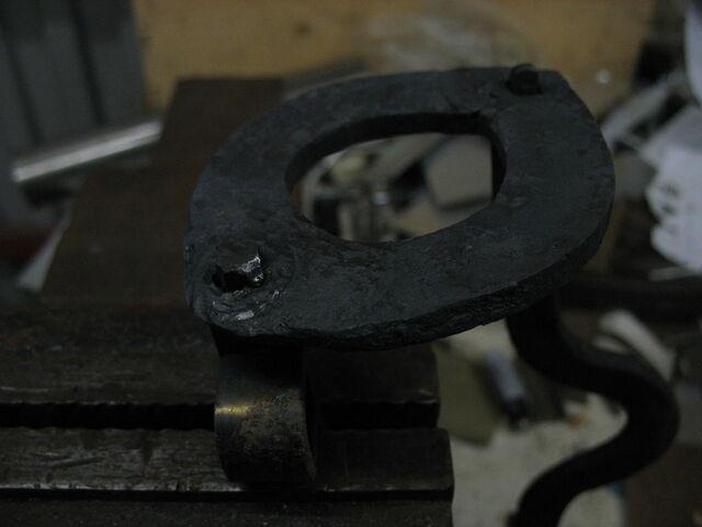 File:Riveting field-frames together - 06.jpg