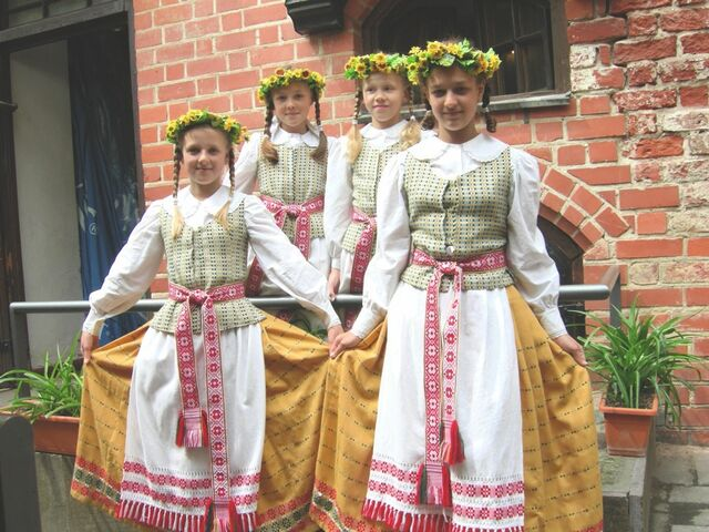 File:Traditional Lithuanian dress.jpg