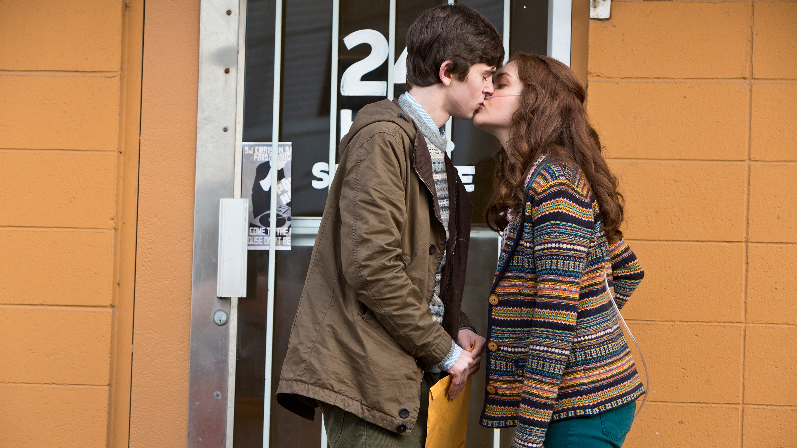 File:05-emma-gives-norman-an-awkward-kiss.jpg