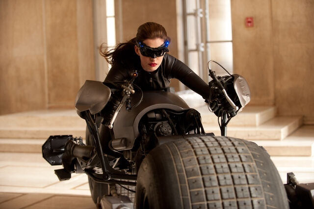 File:Catwoman Anne Hathaway.jpg