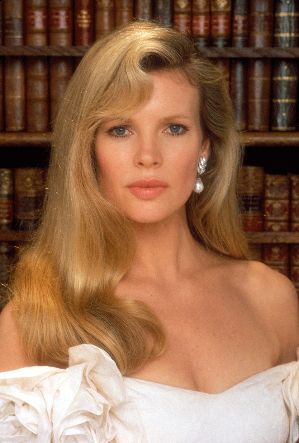 Vicki Vale (Kim Basinger) | Batman Wiki | FANDOM powered ...