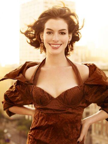File:Anne Hathaway.jpg