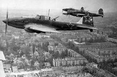 Bundesarchiv Bild 183-D0331-0042-012, Russische Flugzeuge über Berlin-Lankwitz