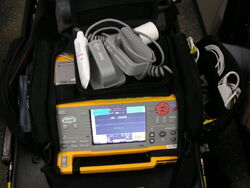 800px-Defibrillator Monitor.jpg