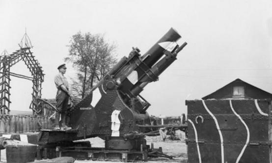 File:WW1 Howitzer Gun.PNG
