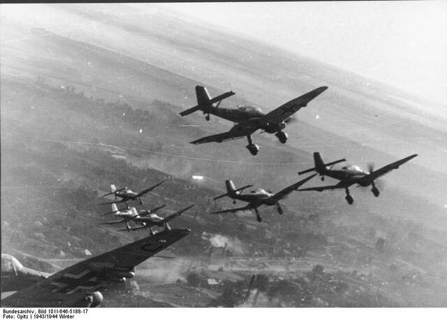 File:Sturzkampfflugzeug 87.jpg