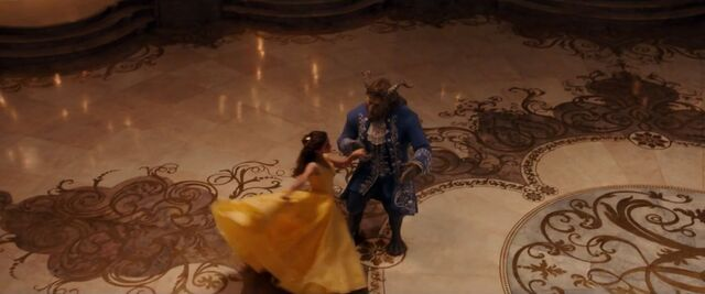 File:Emma-Watson-yellow-ball-gown-in-Beauty-and-the-Beast.jpg
