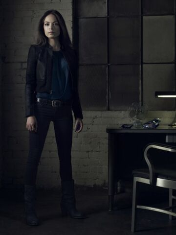 File:Catherine-season1-promo-pic2.jpg