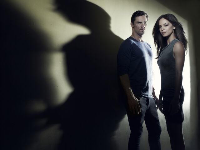 File:CatherineandVincent-season1-promo-pic2.jpg