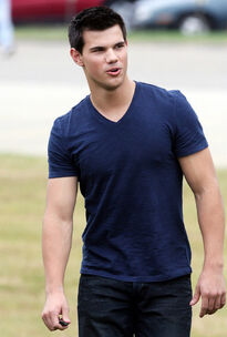 Taylor-lautner-abduction-pittsburgh-01