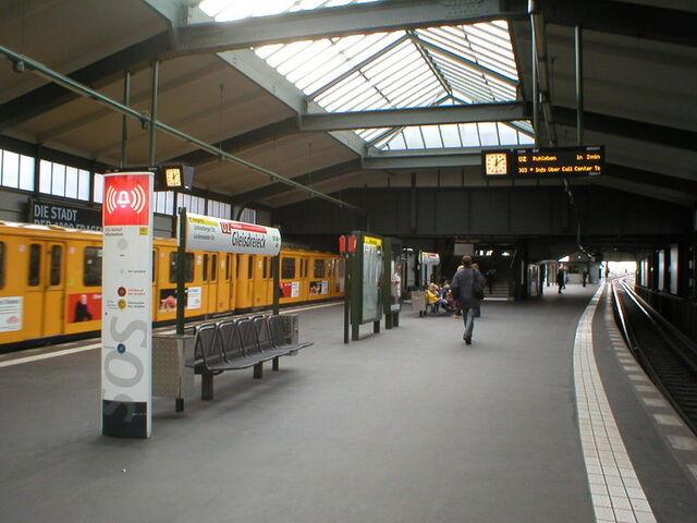 Datei:U-Bahn Berlin Gleisdreieck.JPG
