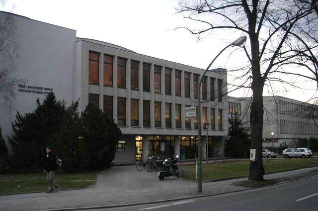Datei:Freie Universität Berlin - Universitätsbibliothek - Eingang Garystrasse.jpg