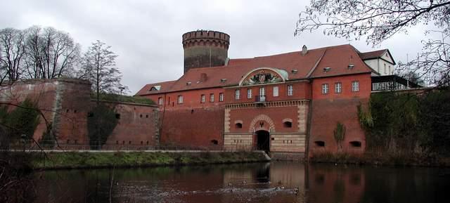 Datei:Zitadelle-Spandau-Torhaus groß.JPG